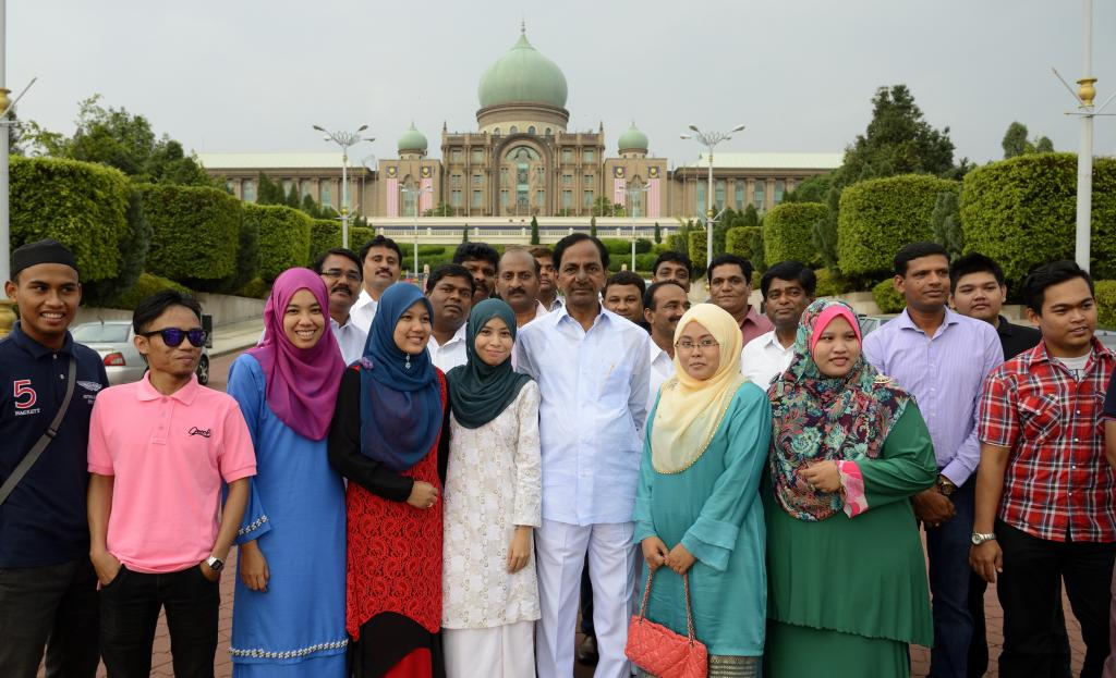 TS CM KCR with LocalForeign tourists at Putrajaya, Prime Ministers office at Malaysia on 24.8.2014 G