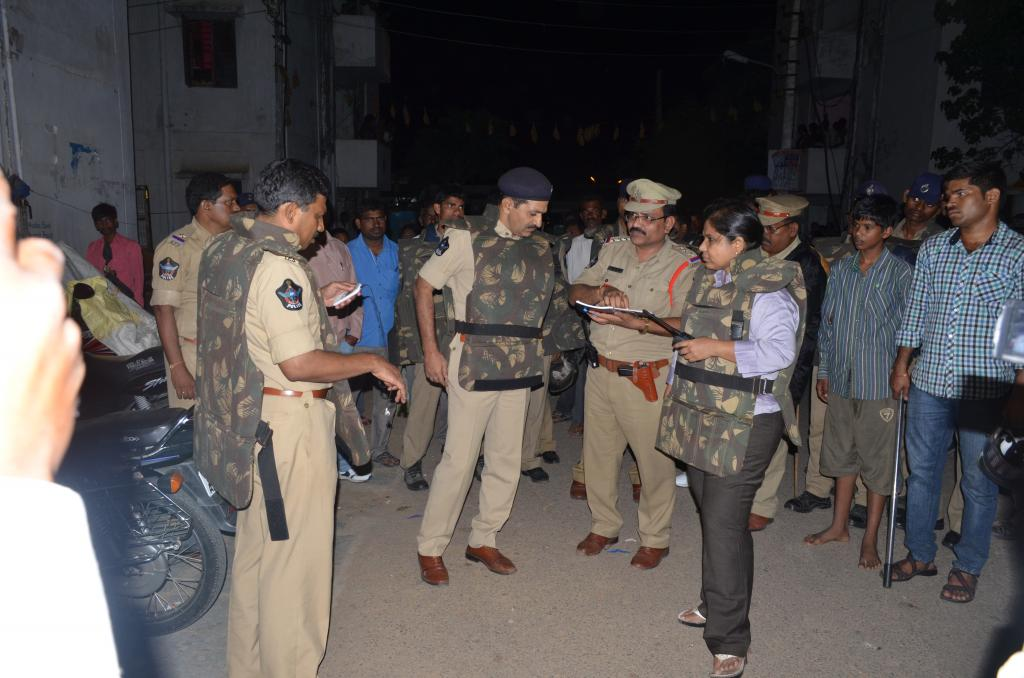 CYBERABAD POLICE CARDON & SEARCH ON 9.10.08.2014 MIDNIGHT AT SHAMSHABAD ZONE GALLERY