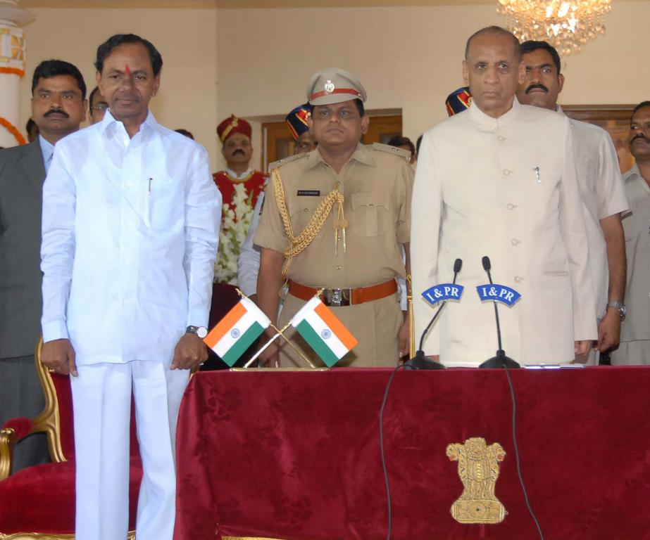 KCR swearing at Raj Bhavan on 02.06.2014 Gallery