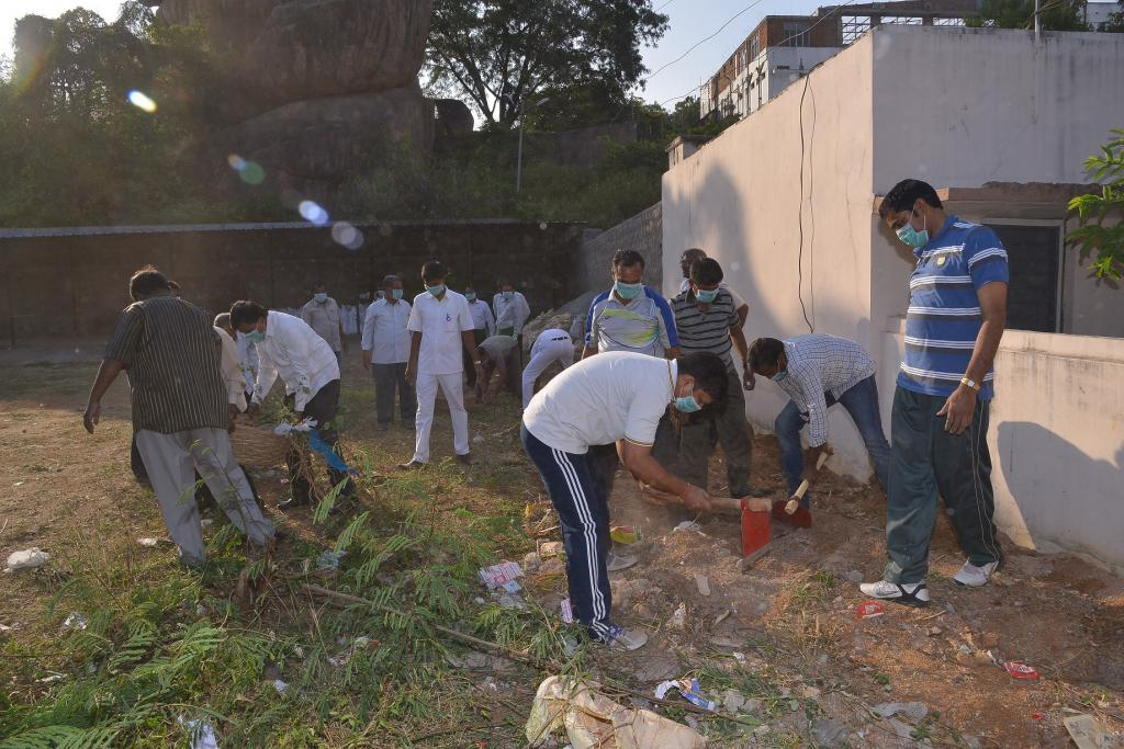 Hon ble Governor his officers conducted Swatch Bharat programme at Rajbhavan Gallery