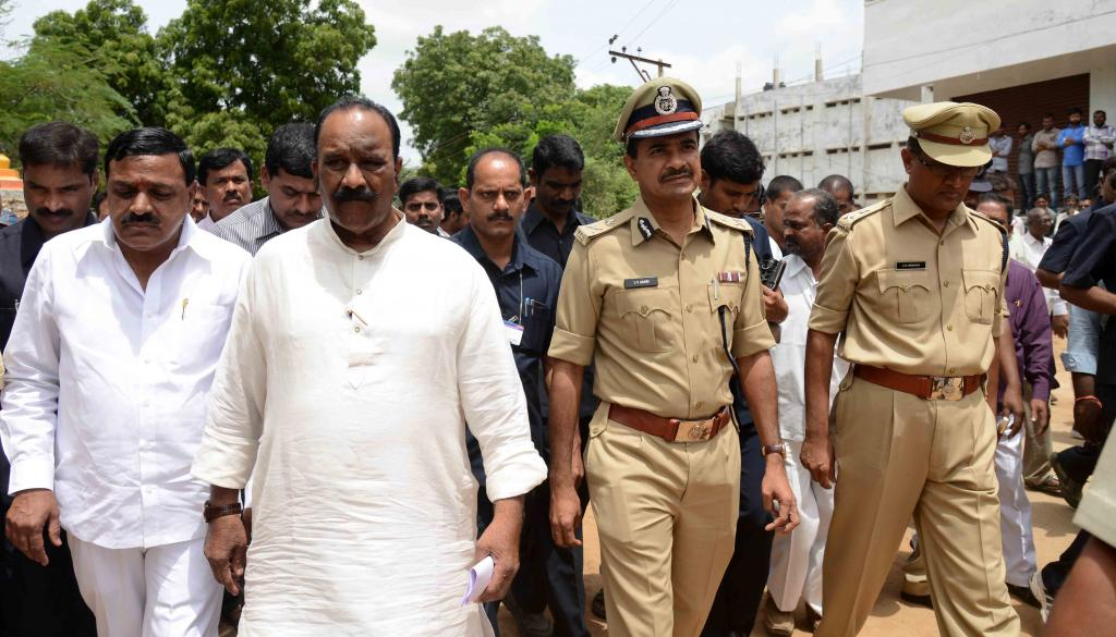 Home Minister N.Narsimhareddy visited Hospitals and Spot of the Shamirpet Incident on 02-08-2014 Gal