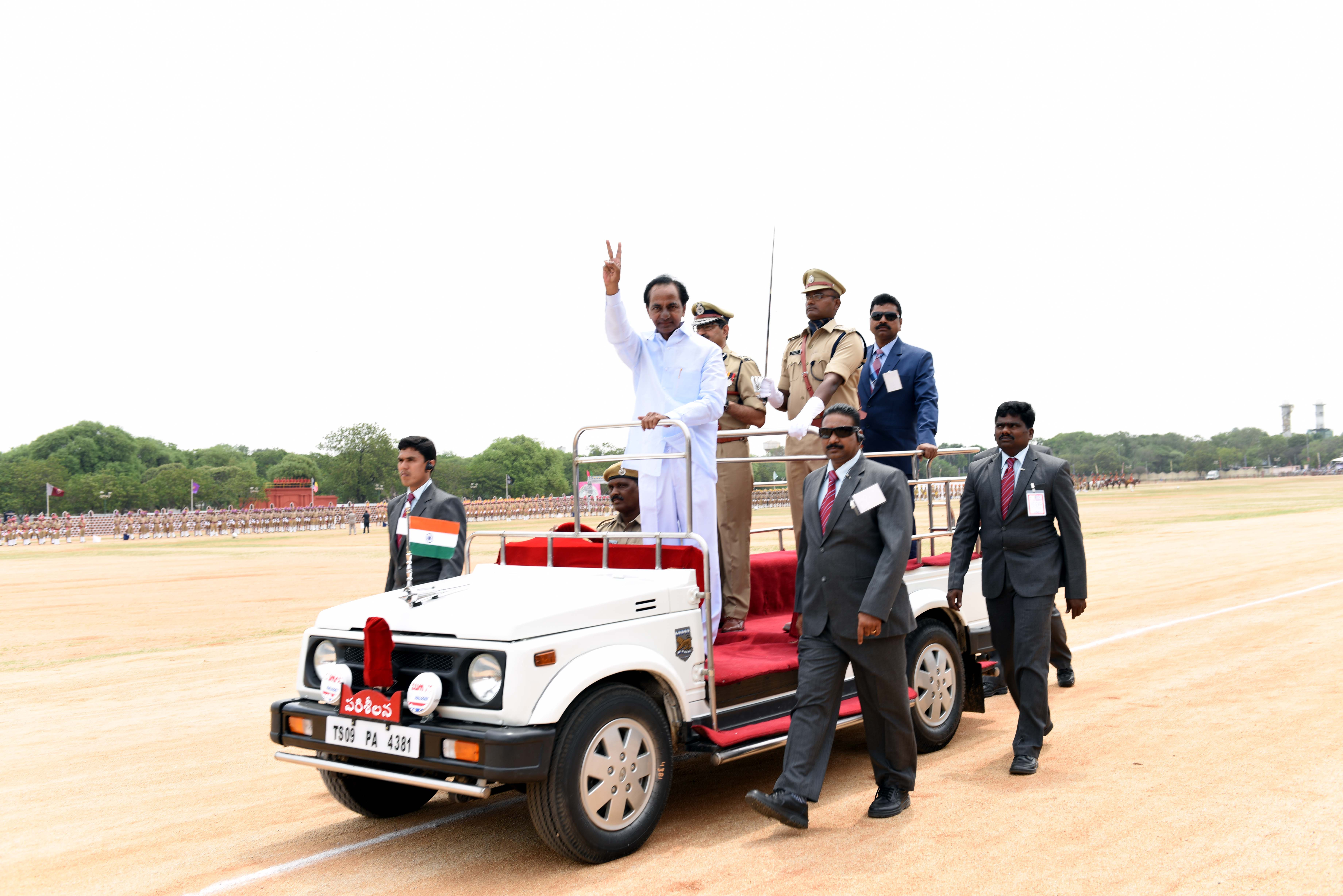 TS Chief Minister K. Chandrashekhar Rao Hoisted the Commemorative National Flag at Sanjeevaiah Park, Secunderabad on 02-06-2016.