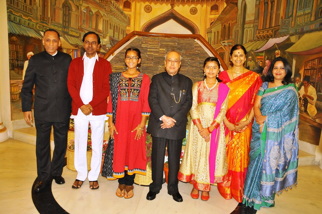 Hon\'ble Governor has hosted the State Banquet - Dinner in Honour of the Hon\'ble President of India in the lawns of Rajbhavan here on 27.12.2016.