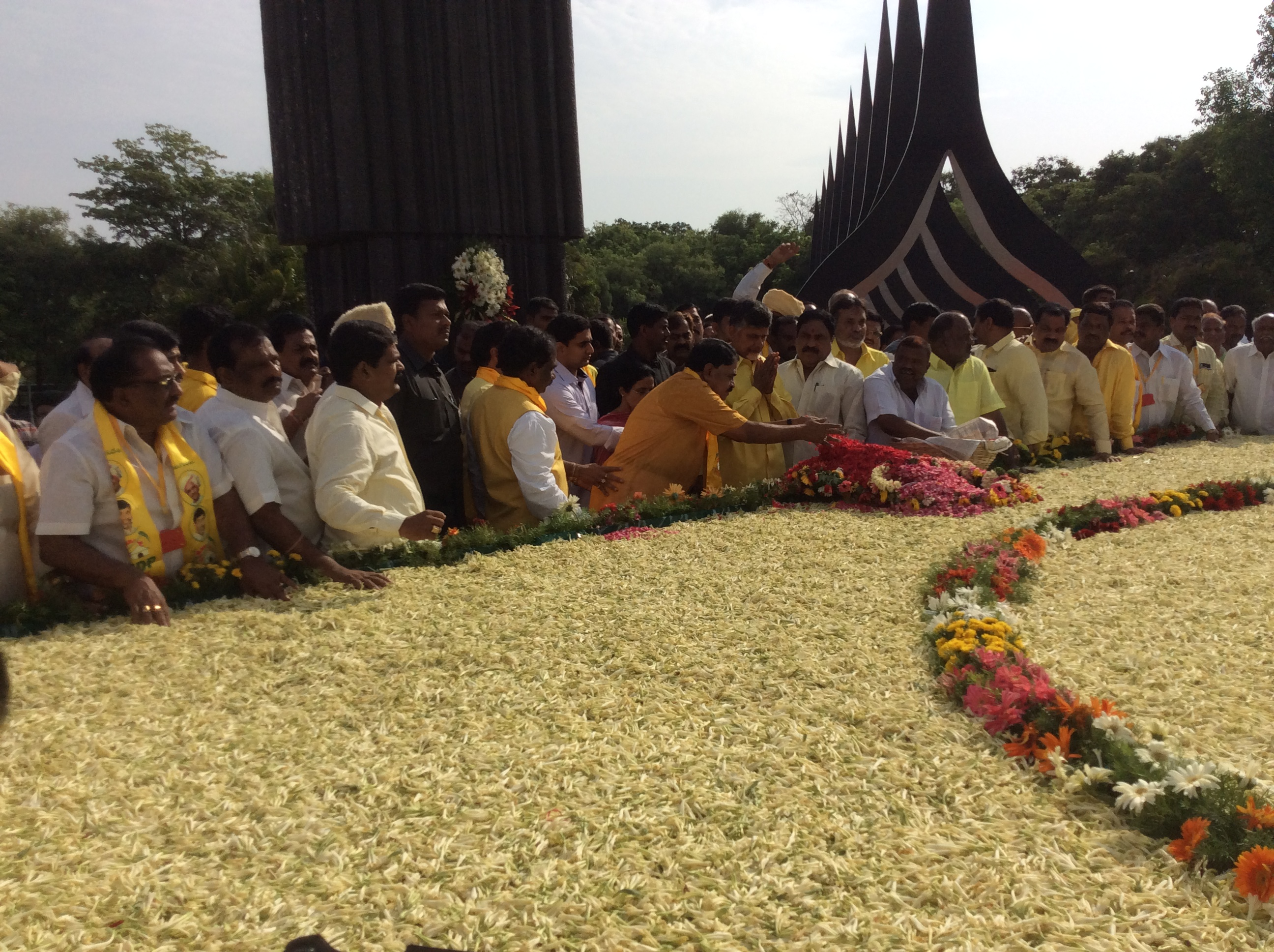 Minister Dr Palle Rraghunatha Reddy paying floral tributes along with the AP CM Babu and Nandamuri Balakrishna at NTR Ghat of Hyderabad, on 28-5-15 on the occasion of NTR Jayanthi