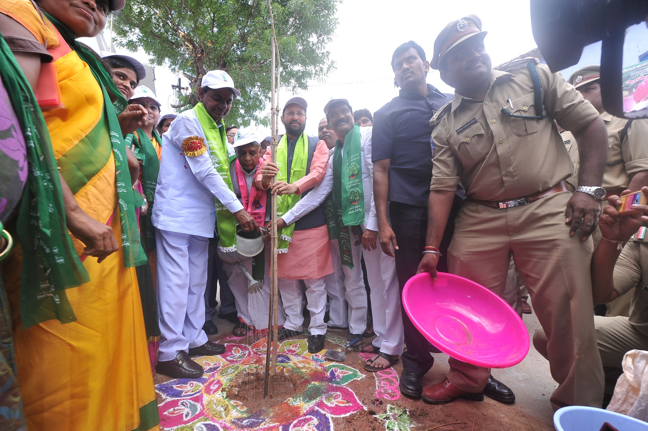 Telangana Hon ble Chief Minister K. Chandrashekhar Rao and Minister of State (Independent Charge), Environment, Forest & Climate Change Prakash Javadekar at Telanganaku Haritha Haram Programme at Velpoor Village and Mandal of Nizambad District on 06-