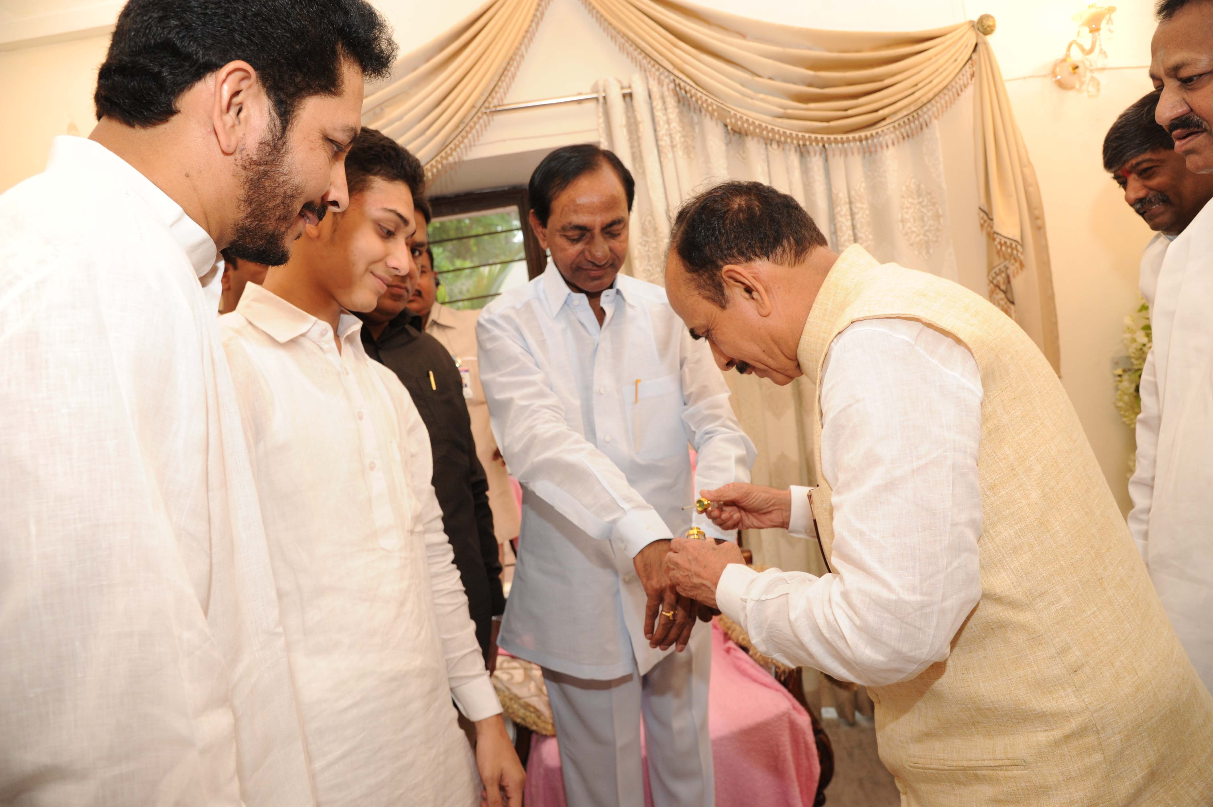 Telangana CM KCR wishes Eid Mubarak to Deputy CM Mahmood ali and MLA M D Shakeel at their residence on 07-07-2016
