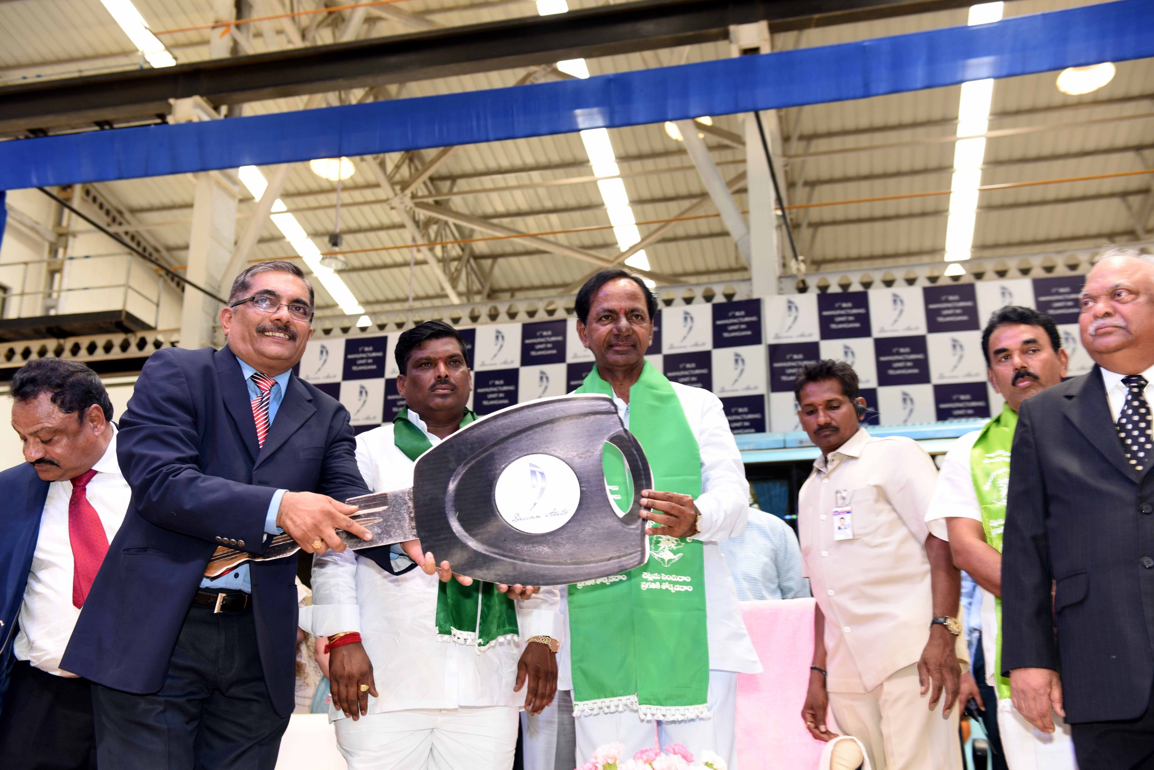 TS CHIEF MINISTER K.CHANDRASHEKHAR RAO INAUGURATED DECCAN AUTO Ltd, KODAKANCHI, AT JINNARAM ON 11-7-2015.
