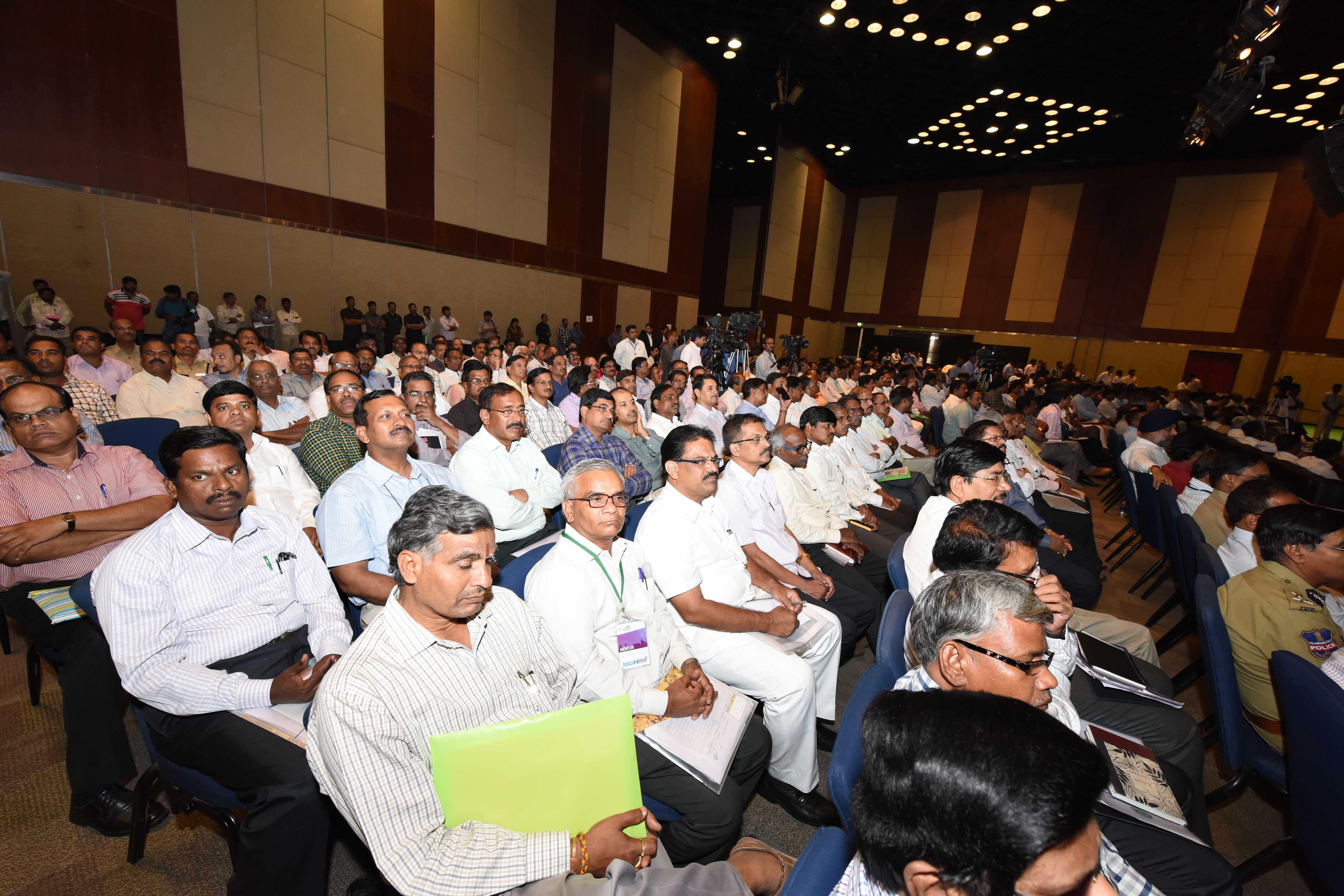 ESL Narasimhan, Honble Governor along with TS Chief Minister K Chandrasekhar Rao addressing SWACHH HYDERABAD Programme at HICC, Hyderabad on 22-05-2015.