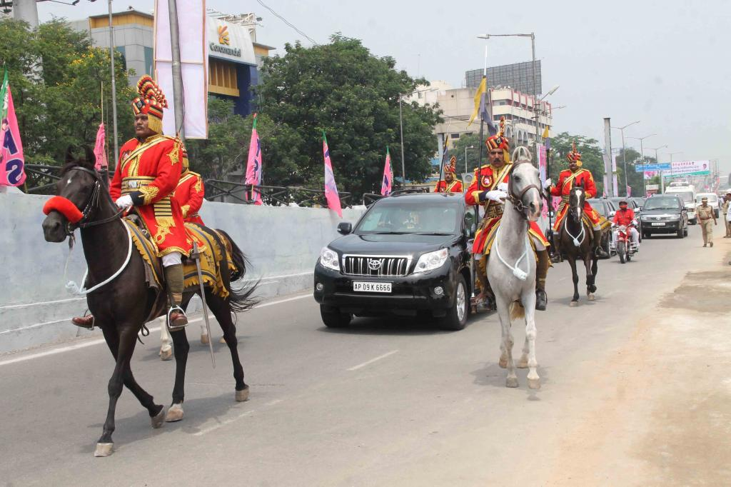 First CM of Telangana KCR Ceremonial police horses motorcyclist guarding police came to parade Galle