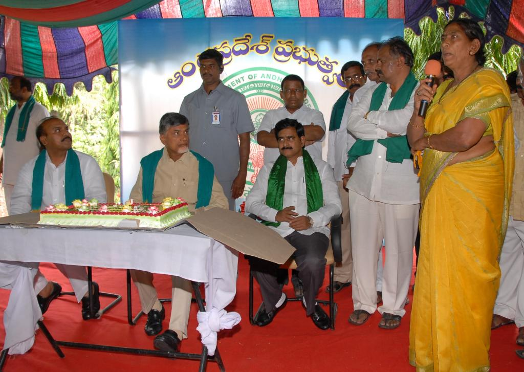 Farmers & Dwacra women from krishna district met N.Chandrababu at Lake view guest house Gallery