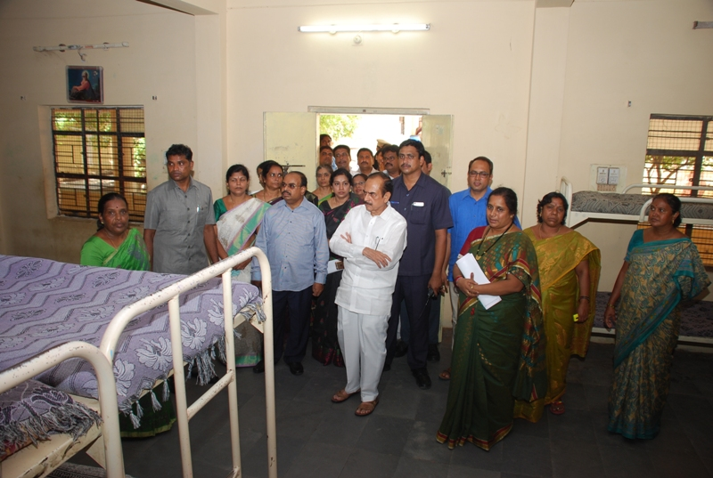 Mohammed Mahmood Ali, TS Deputy Chief Minister & amp; Minister for Revenue, visited the Government Children's Home for the Girls, at Nimboliadda, Hyderabad, on 23.06.2016