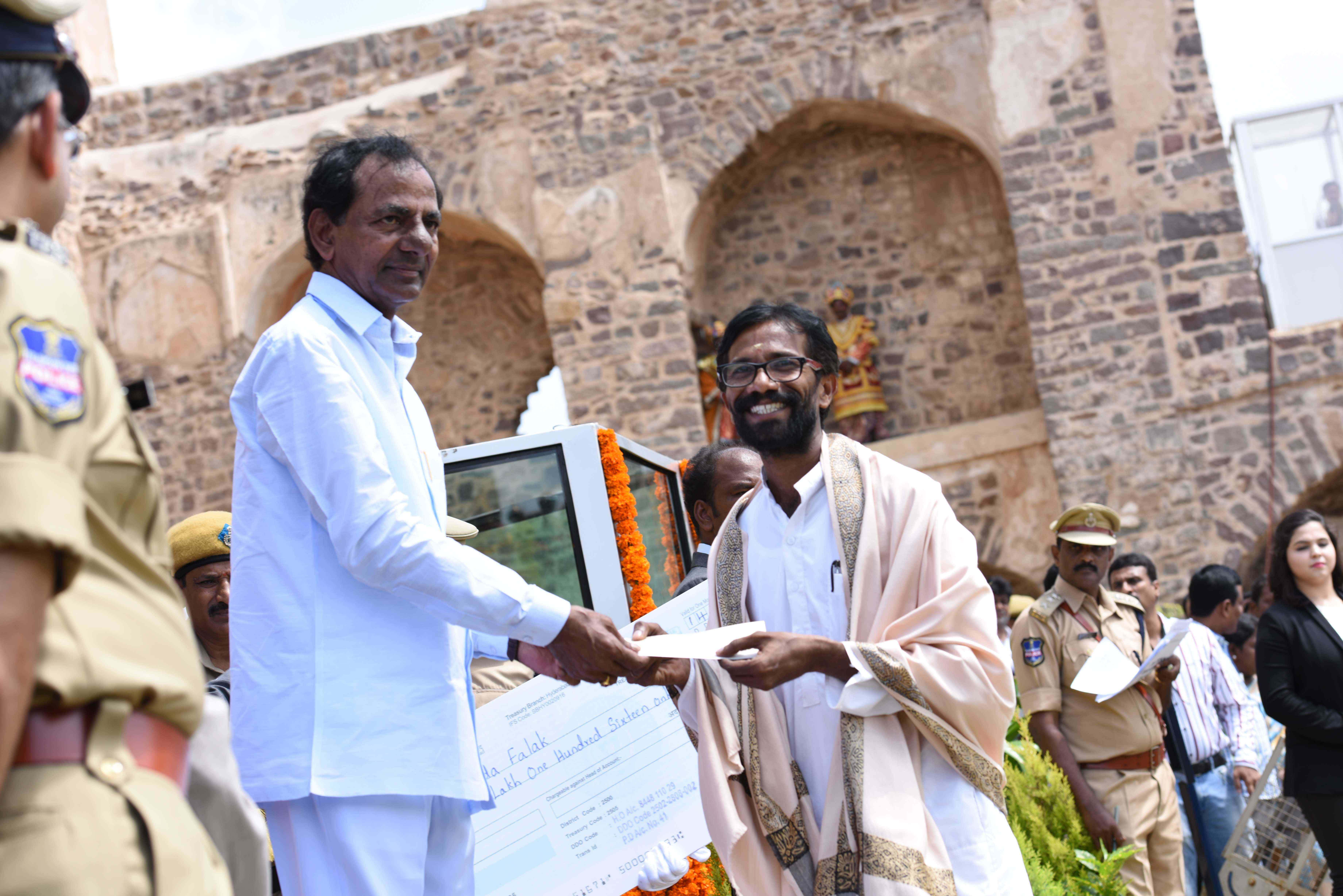 Telangana Chief Minister K. Chandrashekhar Rao participated in Independence Day celebrations at Golconda Fort on 15-08-2015.